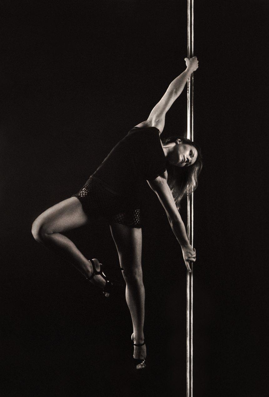 adult-balance-black-and-white-270775.jpg