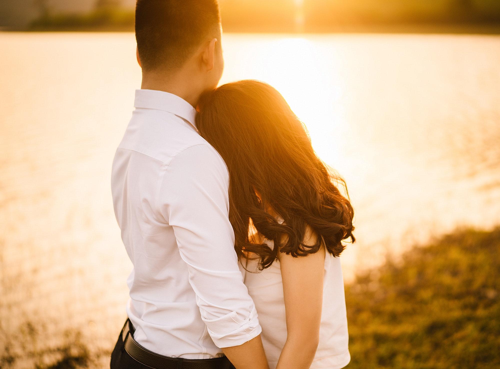 affection-blur-close-up-427547.jpg